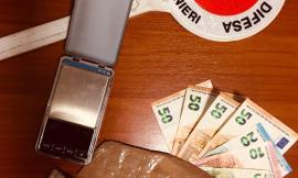 Porto Recanati, nascondeva 115 grammi di eroina sotto le suole delle scarpe: 30enne in manette