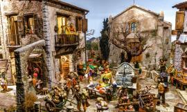 Monte San Giusto, inaugurata la mostra dei presepi artistici a Palazzo Bonafede