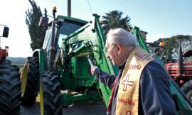 Treia, passeggiata di Sant'Antonio a Camporota: benedetti animali e trattori (FOTO)