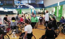"""Porto Potenza, il basket in carrozzina incontra gli studenti: il progetto """"Ruote a Canestro"""" entra nel vivo"""