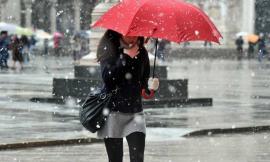 Meteo: perturbazione nel weekend, brusco calo termico con rovesci e neve