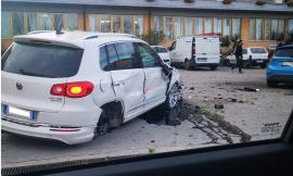 Scontro tra auto e camion: rocambolesco incidente a Morrovalle
