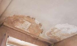 Infiltrazioni dal terrazzo di copertura del condominio: chi risponde dei danni?
