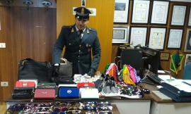 Macerata, operazione della guardia di finanza: confiscati 3500 articoli illegali nella provincia