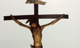 """San Ginesio, esposizione del Crocifisso ligneo per la benedizione: """"Un gesto di fede e speranza"""""""