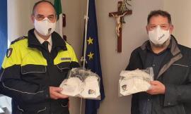 Tolentino, mascherine con il logo della Polizia Locale donate agli agenti