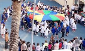 A Recanati ultimo giorno di scuola nei cortili: alunni e insegnanti si ritrovano