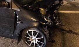 Corridonia, auto si schianta contro il guardrail in superstrada: miracolosamente illesi i 2 giovani a bordo
