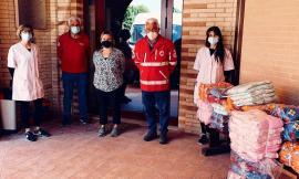 """Loro Piceno, donati capi di abbigliamento al centro """"Monti Azzurri"""": la solidarietà della Croce Rossa"""