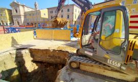 San Severino, si lavora per chiudere la voragine in piazza Del Popolo