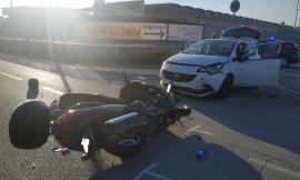 Montecosaro, scontro tra auto e scooter: due feriti a Torrette (FOTO)