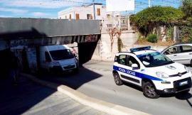 Civitanova, veicoli incastrati nel sottopasso Castellaro: una telecamera termica come soluzione