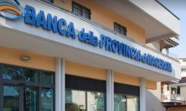 Tolentino, colpo nella notte alla Banca Macerata: banditi prelevano la cassaforte e fuggono col bottino