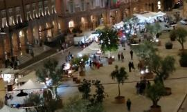 San Severino, mercatino dell'antiquariato in piazza: l'iniziativa parte bene