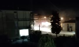 Rapina a Trodica, ladri sfondano l'ingresso della banca con un carro attrezzi: scardinato lo sportello bancomat