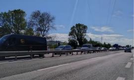Montecosaro, caos lungo la superstrada: incidente tra due auto, traffico bloccato
