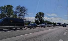 Morrovalle, incidente tra auto e camion lungo la superstrada: traffico bloccato