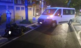 Macerata, minibus contro moto: soccorso centauro
