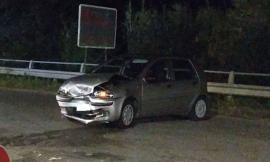Trodica, scontro frontale tra due auto: donna trasportata al pronto soccorso (FOTO)