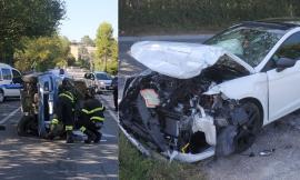 Morrovalle, violento scontro tra due auto, una si ribalta: 70enne in gravi condizioni a Torrette (FOTO)