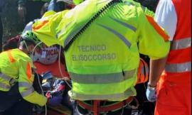 Sefro, sbanda con la moto e finisce in una scarpata: intervengono Soccorso Alpino e eliambulanza