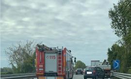 Corridonia, incidente tra auto e camion lungo la superstrada: traffico bloccato
