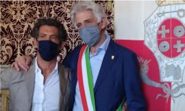 "Macerata, ""Tanti Auguri Sindaco Parcaroli"": i commercianti festeggiano il primo cittadino"