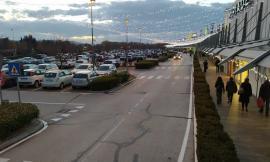 """Dpcm, centri commerciali chiusi nei weekend ma il """"Corridomnia"""" resta aperto: è polemica"""