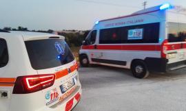 Serravalle di Chienti - Ghiaccio in strada, perde il controllo dell'auto e si ribalta