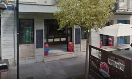 Porto Recanati, tenta di rapinare 'Pizzeria Express' armato di pistola: bandito messo in fuga dal titolare