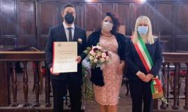 San Severino, fiori d'arancio per Ilaria e Oliver: il sindaco celebra il primo matrimonio dell'anno
