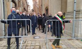 Camerino,  il sindaco lancia via le transenne: dopo il sisma riapre Corso Vittorio Emanuele II (VIDEO e FOTO)
