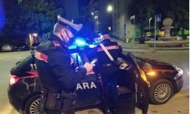 Macerata - Giovani alla guida ubriachi, scattano le denunce: una 25enne finisce contro un cancello