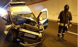 Muccia, schianto tra auto e camion lungo la galleria 'Maddalena': un ferito al Pronto Soccorso