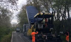 Partiti i lavori di asfaltatura sulla Provinciale 'Bivio Vergini-Civitanova': spesi 400mila euro