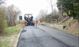 """Il Lago di Fiastra sarà più accessibile, nuovo asfalto lungo la provinciale """"Poggio-Fiegni"""""""