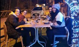 Ussita, al ristorante ad ogni 'costo': quattro ragazzi sfidano il freddo e cenano all'aperto
