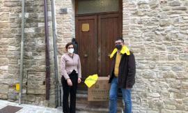 Pacchi solidali consegnati alle case famiglia di Cingoli: il dono della Coldiretti