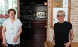 Malika Ayane in visita a sorpresa nelle Marche: ospite alla Locanda Le Logge di Urbisaglia
