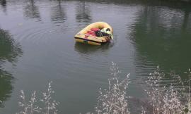 Tragedia a Recanati, cade nel lago: uomo muore annegato