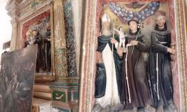 Mogliano, sensazionale scoperta artistica: dietro la tela d'altare spunta un gruppo scultoreo