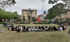 """Mogliano, festa di fine anno con canti e balli al parco per gli studenti della """"Giovanni XXIII"""""""