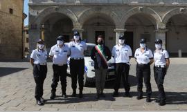 Cingoli, il sindaco accoglie in Comune il Corpo di Polizia Locale: consegnati i distintivi di grado