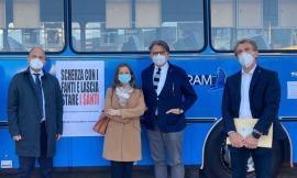 L'arte sala sul bus: prende il via a Visso la mostra fotografica itinerante