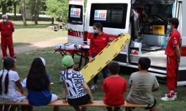 Penna San Giovanni, i bimbi del campo estivo a lezione dai volontari della Croce Rossa (FOTO)