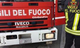 Incendio di sterpaglie a Mogliano, a fuoco anche un capanno