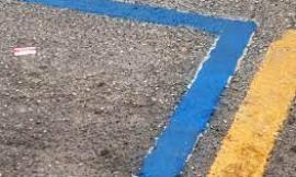 Auto in sosta fuori dalle strisce blu: legittima la multa da parte dell'ausiliario del traffico?