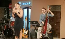 Serrapetrona, dai cantautori italiani alla soul music Martina Jozwiak conquista la platea