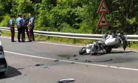 Visso, incidente lungo la provinciale: motociclista soccorso con l'elicottero (FOTO e VIDEO)