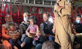 Afghanistan, il console Claudi è arrivato in Italia: ieri ha lasciato Kabul con l'ultimo volo italiano